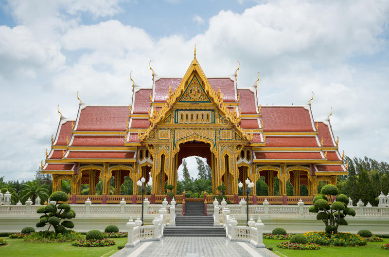 美丽的泰国寺庙亭子在泰国 免版税库存照片
