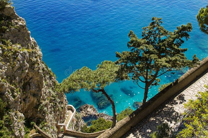 美丽的海在卡普里岛-意大利 免版税库存照片