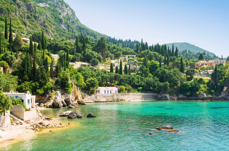 美丽的海湾在Paleokastritsa在科孚岛海岛,希腊 库存图片
