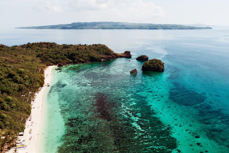 美丽的海湾鸟瞰图在热带海岛 博拉凯海岛 免版税库存图片
