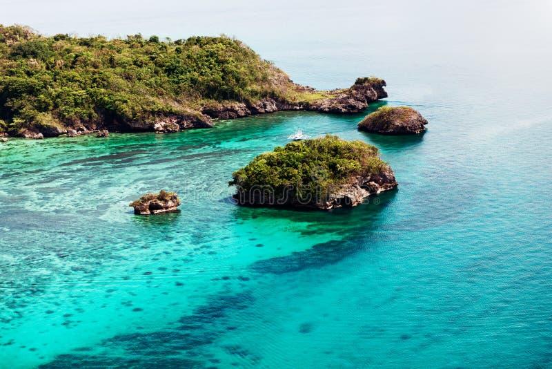 美丽的海湾鸟瞰图在热带海岛 博拉凯海岛 库存照片
