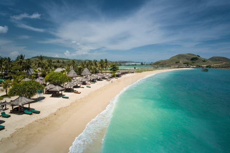 美丽的海滩在龙目岛,从上面被看见的印度尼西亚 图库摄影