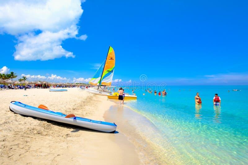 美丽的海滩巴拉德罗角在古巴在一个晴朗的夏日 免版税库存照片