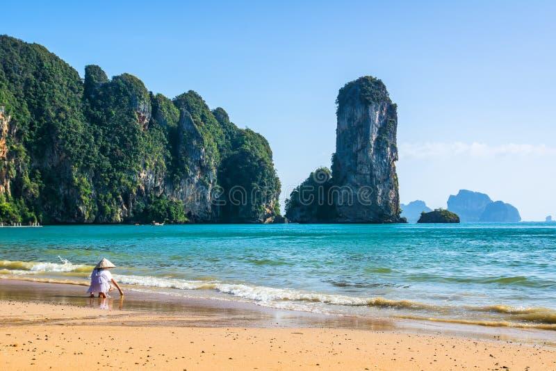 美丽的海滩惊人的看法  地点:甲米府, Thail 库存图片