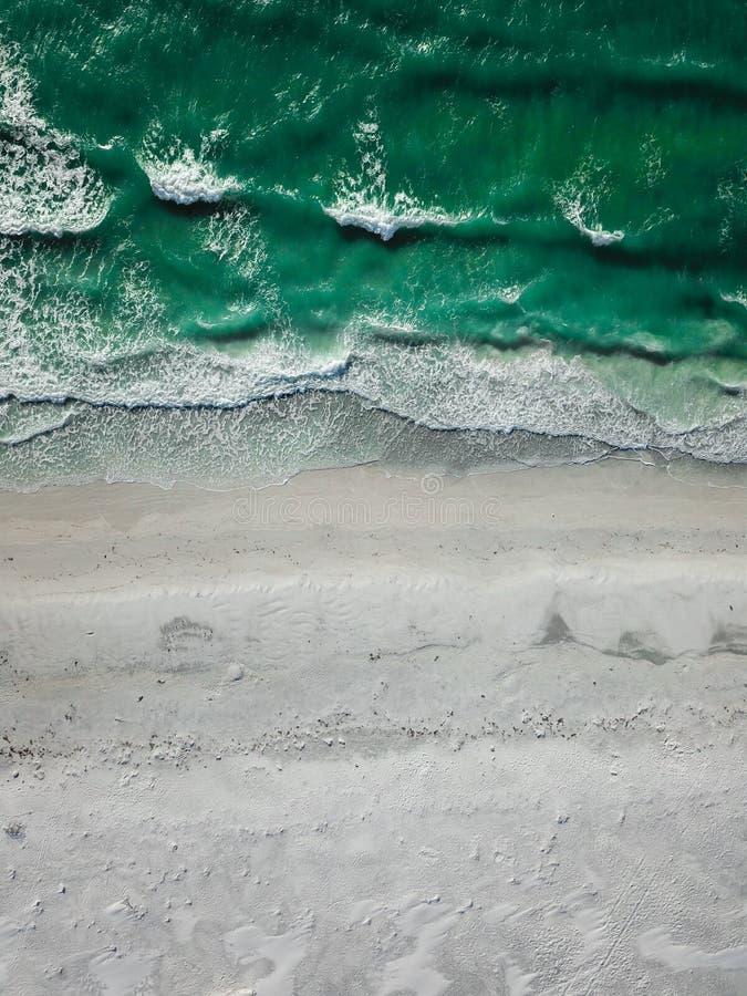 美丽的海滩有鸟瞰图 免版税图库摄影