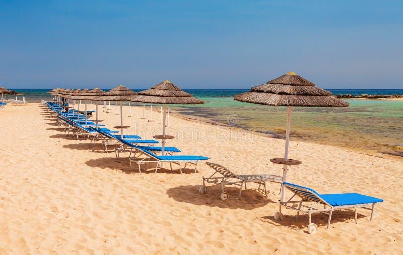 美丽的海滩近Nissi和Cavo格雷科在Ayia Napa,塞浦路斯海岛,地中海 免版税库存图片