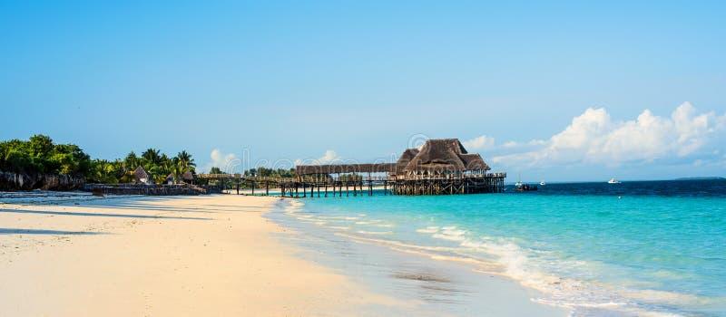 美丽的海滩风景看法  免版税库存照片