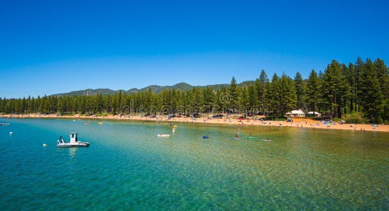 美丽的海滩在太浩湖,加利福尼亚 免版税图库摄影