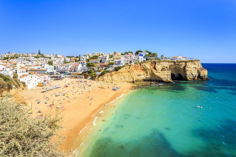 美丽的海滩在Carvoeiro,阿尔加威,葡萄牙 库存图片