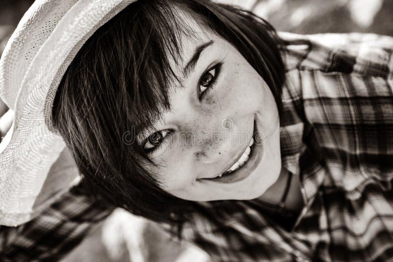 美丽的深色的女孩特写镜头画象  免版税库存图片