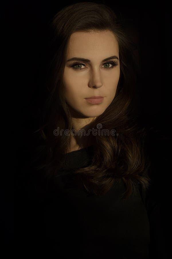 美丽的深色的女孩纵向年轻人 库存照片