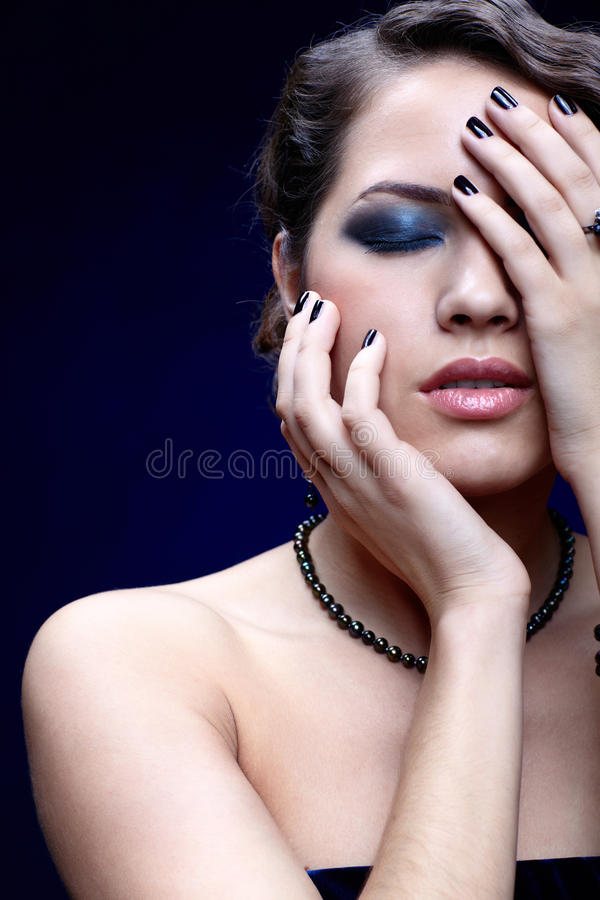 Download 美丽的深色的妇女 库存照片. 图片 包括有 眼睛, 有吸引力的, beauvoir, 夫人, 头发, 配件箱 - 22355096