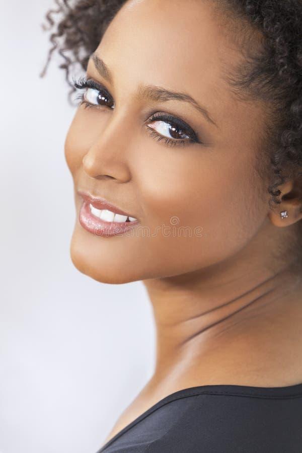 美丽的混合的族种非裔美国人的女孩妇女 免版税库存照片