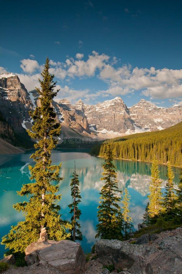 美丽的湖冰碛 免版税图库摄影