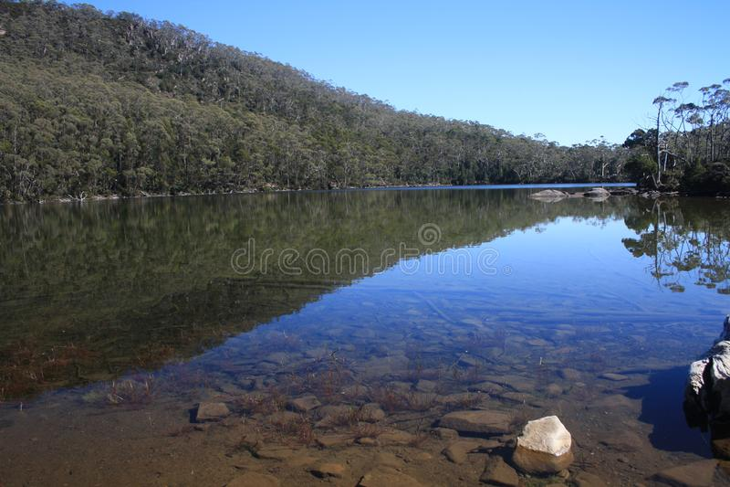 美丽的湖在塔斯马尼亚 免版税库存图片