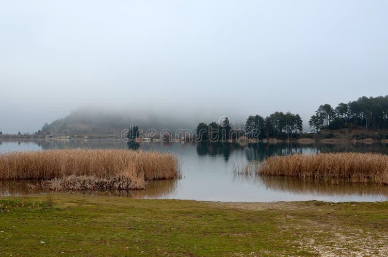 美丽的湖在希腊 免版税库存照片