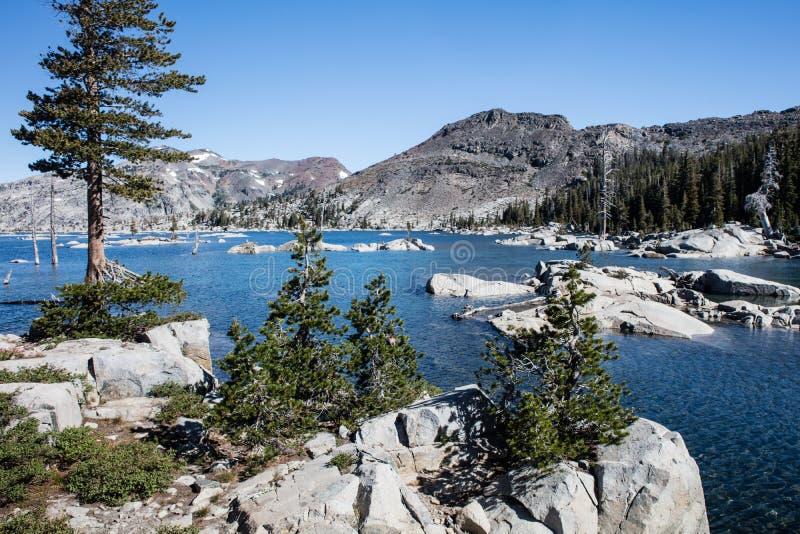 美丽的湖在高山脉山,加利福尼亚 库存图片