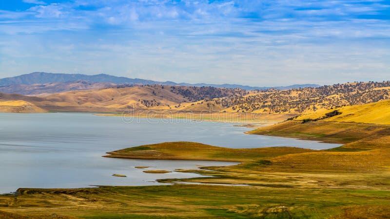 美丽的湖Cachuma 免版税图库摄影