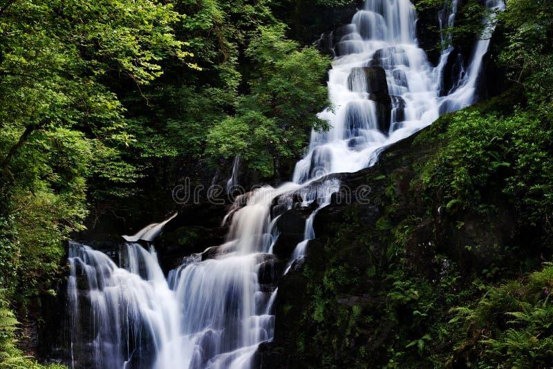 美丽的瀑布。 库存图片