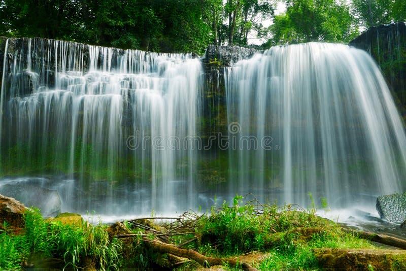 美丽的瀑布在凯伊拉Joa,爱沙尼亚 免版税图库摄影
