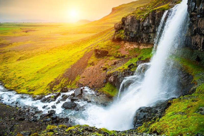 美丽的瀑布在日落的冰岛 免版税库存图片