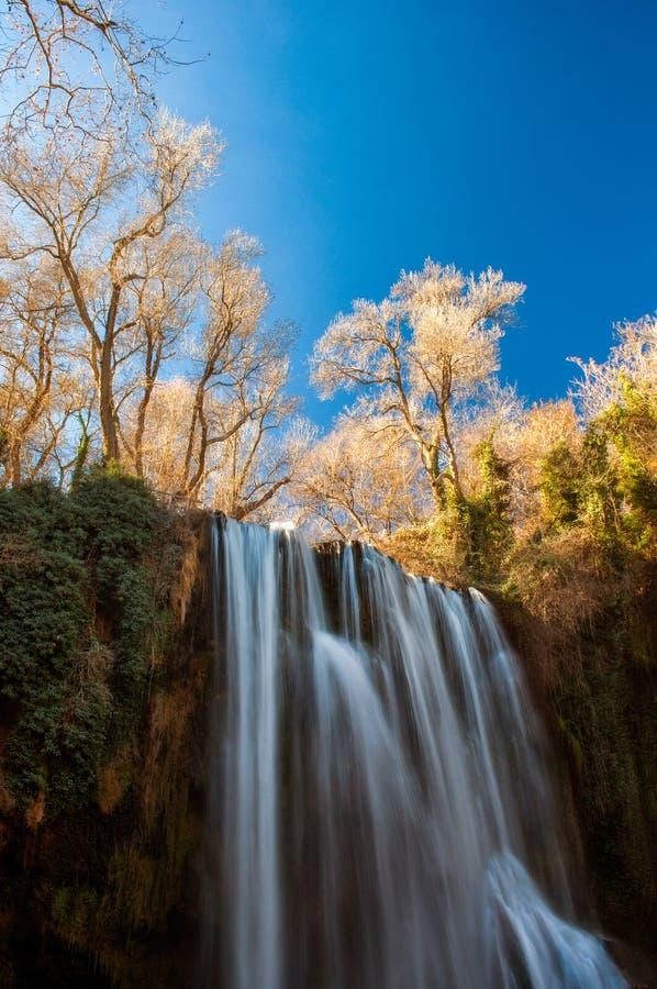 美丽的瀑布在莫纳斯特里奥de彼德拉自然公园 图库摄影