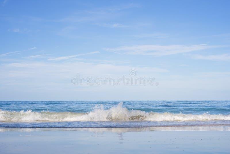 美丽的热带海滩和海Nang Ram海滩的,梭桃邑区,春武里府,泰国 图库摄影