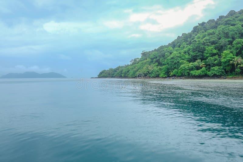 美丽的热带海滩和酸值Wai海岛在桐艾府泰国 免版税库存图片