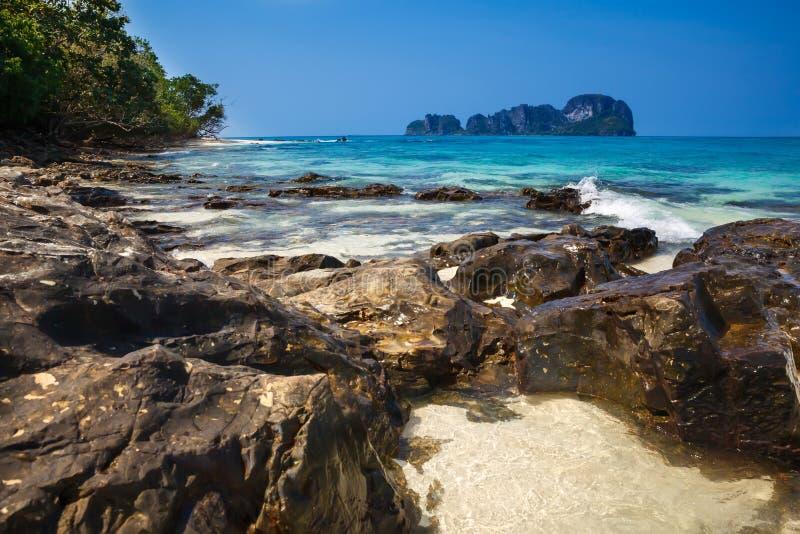 美丽的热带海滩 竹海岛,甲米府,泰国,安达曼海 免版税图库摄影