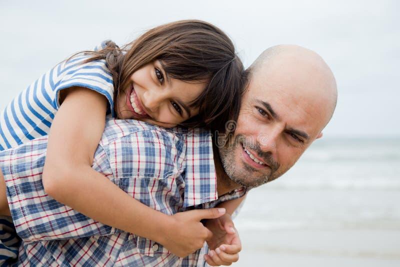 美丽的父亲和女儿画象 免版税库存照片
