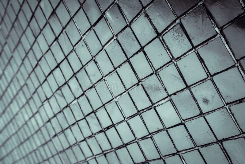 美丽的特写镜头构造抽象瓦片和银和白色玻璃墙背景和样式 图库摄影