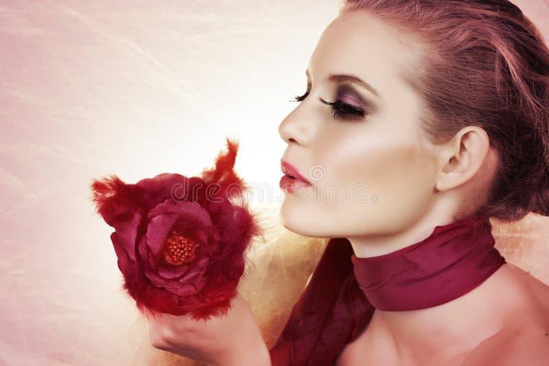 美丽的玫瑰色妇女 免版税图库摄影
