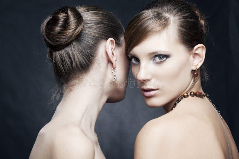 美丽的珠宝二妇女 免版税库存图片