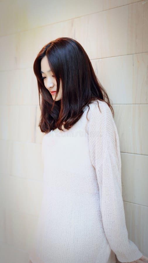 美丽的甜中国女孩在上海 免版税库存图片
