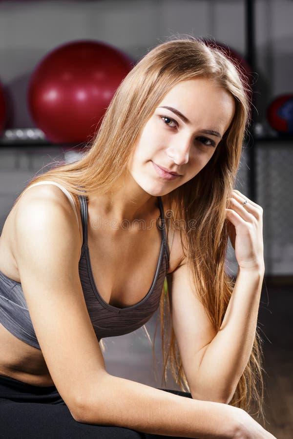 美丽的白种人健身妇女画象  免版税库存图片