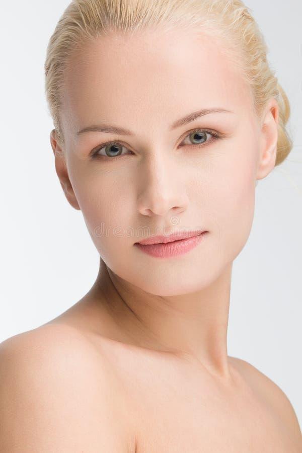 年轻美丽的白种人妇女 免版税库存图片