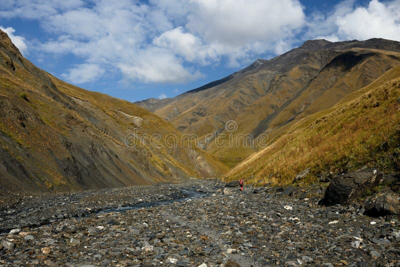 美丽的白种人山看法,在迁徙从Tusheti期间到Khevsureti 库存照片