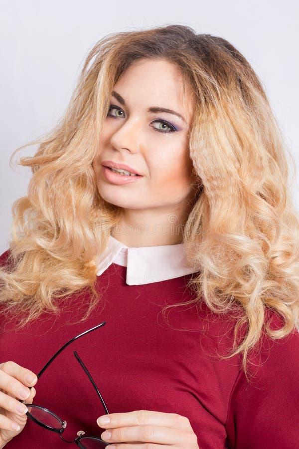 美丽的白种人白肤金发的妇女画象  库存图片