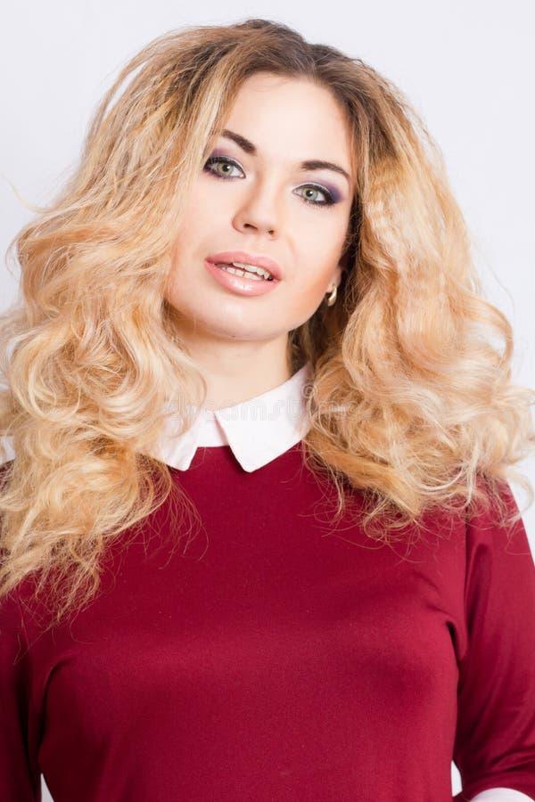 美丽的白种人白肤金发的妇女画象  免版税库存图片