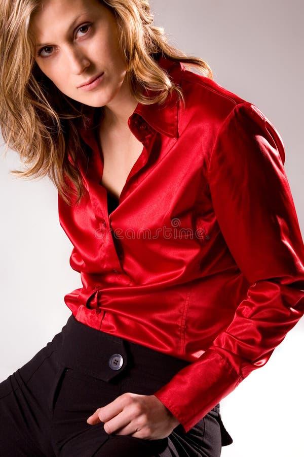 美丽的白种人穿戴的模型红色年轻人 免版税库存图片