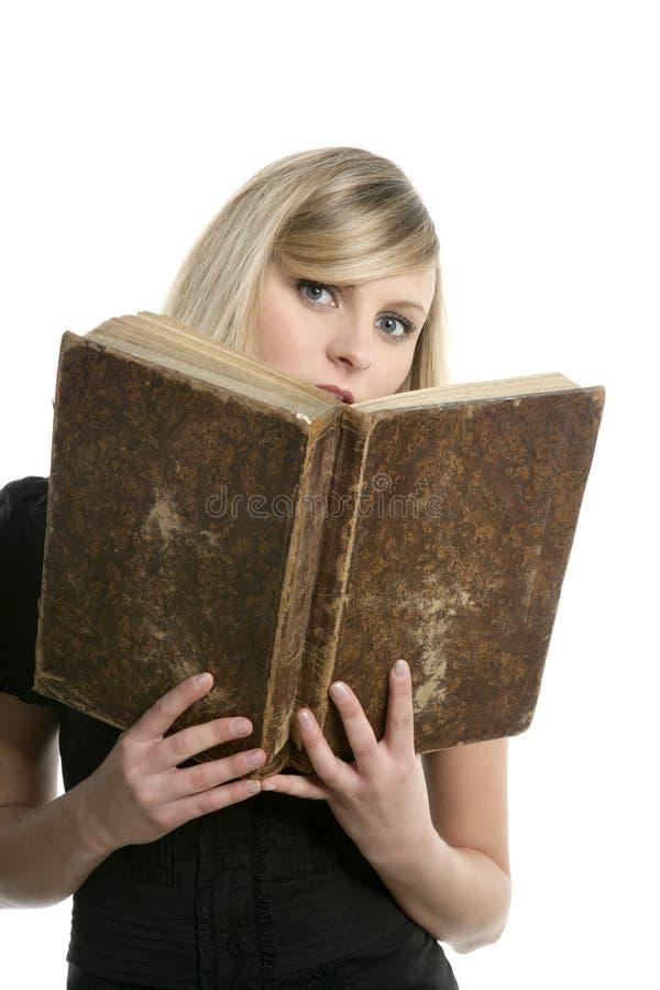 美丽的白肤金发的书女孩老学员 库存图片