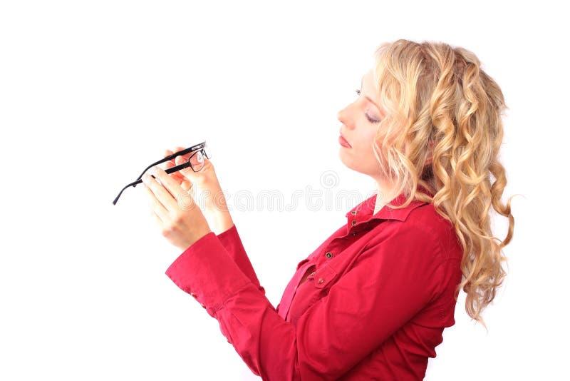美丽的白肤金发的光学沙龙 免版税库存照片