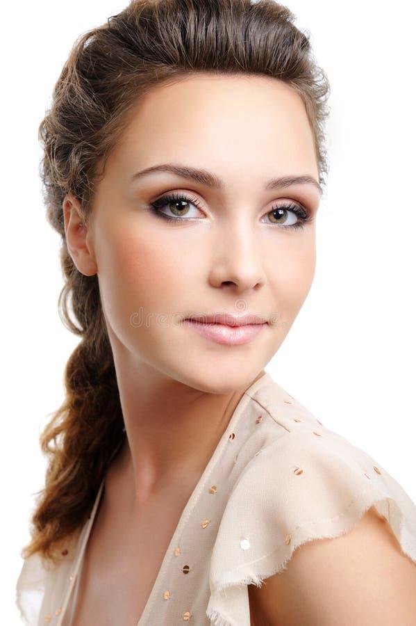 美丽的白肤金发的创造性的发型妇女 图库摄影