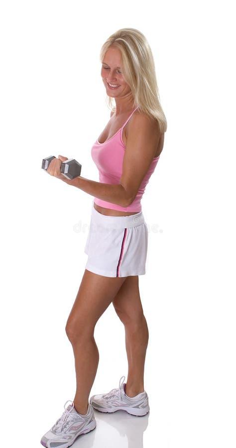 美丽的白肤金发的增强的重量妇女 免版税库存图片