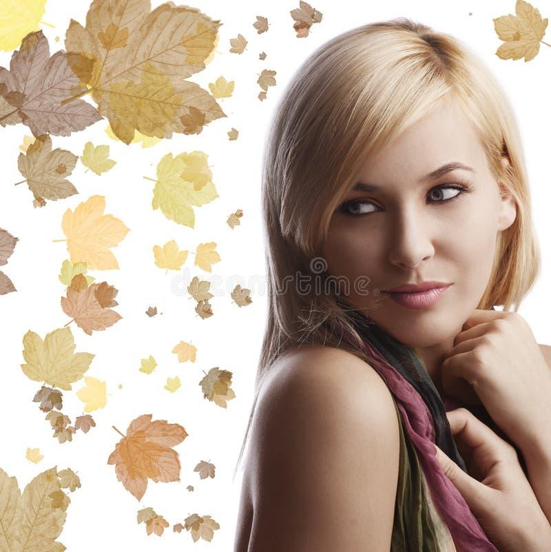 美丽的白肤金发的女孩纵向 库存图片