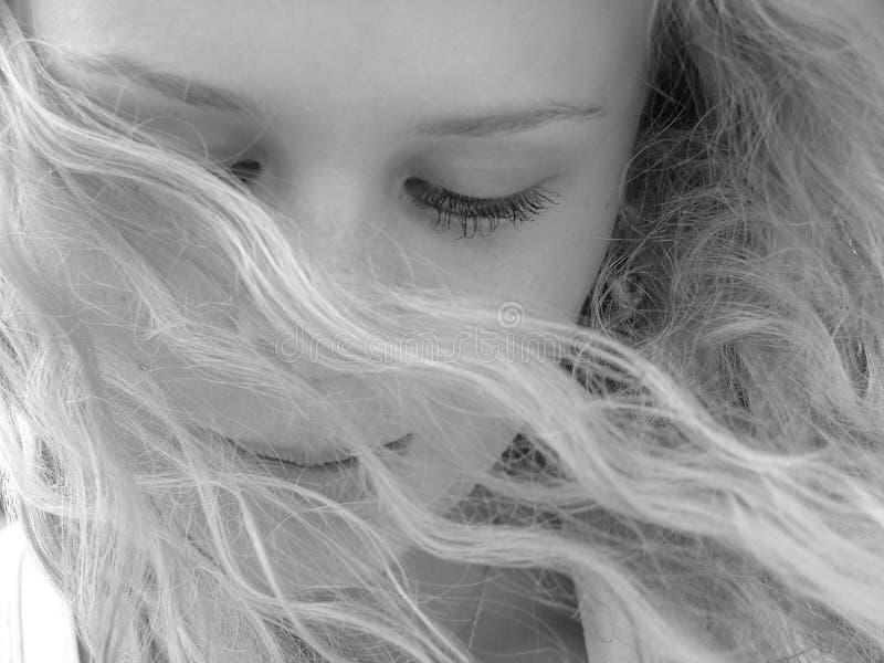 美丽的白肤金发的女孩 免版税库存照片