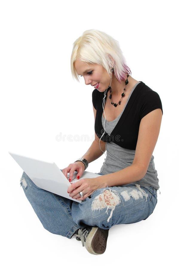 美丽的白肤金发的女孩 免版税库存图片