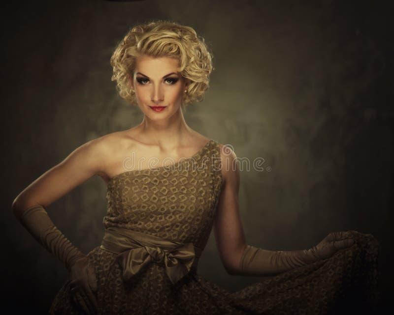 美丽的白肤金发的妇女 库存图片