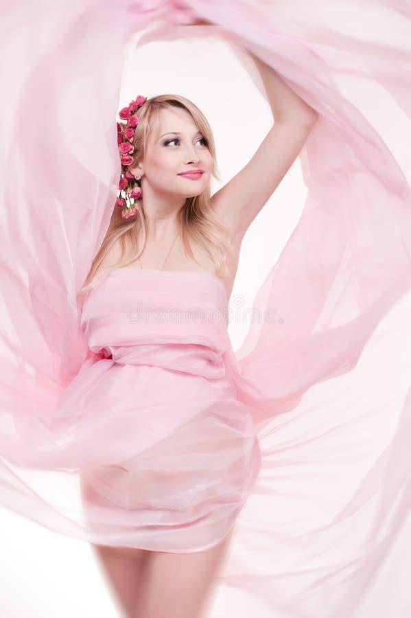美丽的白肤金发的孕妇 免版税库存图片