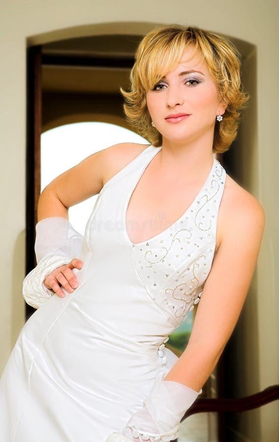 美丽的白肤金发的新娘 免版税图库摄影